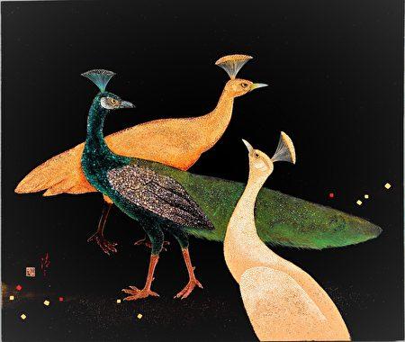 王清霜的漆艺作品〈伫聆孔雀〉,目前由台中市立美术馆筹备处典藏。