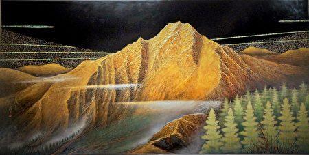 玉山〉这件作品是王清霜80余岁高龄时创作,他亲自到塔塔加远眺玉山,堆叠出崇高有气势的棱线。