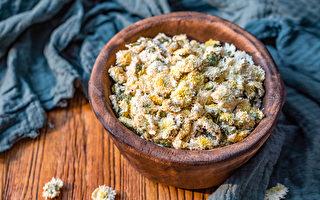 菊花、菊花精油有护肝、养肝、明目的作用,对于肝经最好的是白胎菊。(Shutterstock)