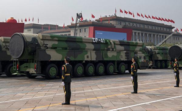 2019年10月1日,中共的东风-41洲际导弹在北京的阅兵仪式上。(Kevin Frayer/Getty Images)
