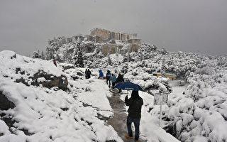 组图:希腊遭寒流侵袭 雅典降罕见大雪