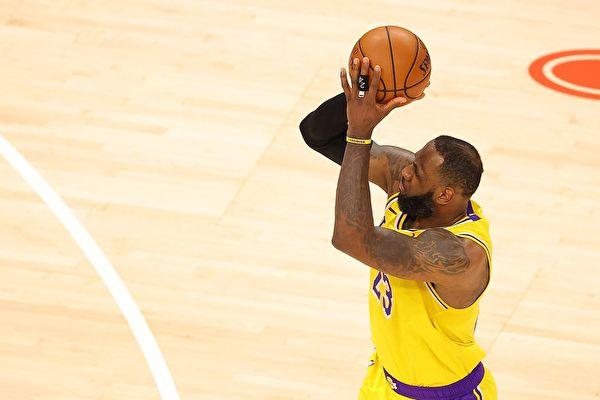 NBA湖人双加时拔活塞 勒布朗转型成三分手