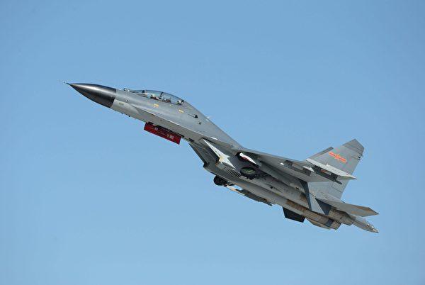 2015年9月12日,中共空军的J-11B战斗机参加长春航空展。(STR/AFP via Getty Images)