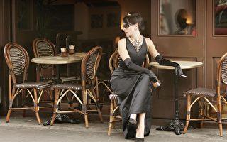 春夏減齡穿搭 經典小黑裙盡顯女力時尚