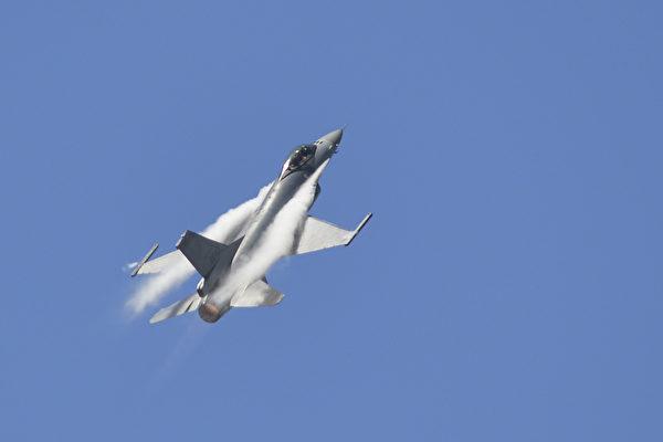 台湾的F-16战斗机。(Chris Stowers/AFP via Getty Images)