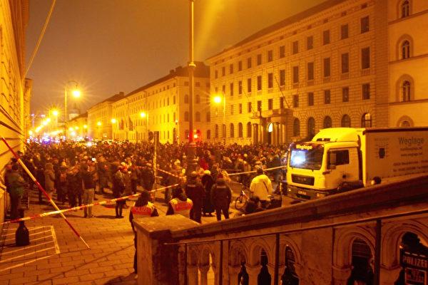 德国民众慕尼黑和平抗议疫情封锁