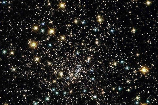 太空奇异现象:球状星团惊现大群小型黑洞