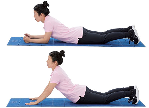 增強核心肌群的伸展運動1: 撐背運動。(原水文化提供)
