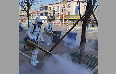 圖為南宮市在2021年2月15日再次在公共場所進行大規模消殺,街道上空無一人。(網絡截圖)