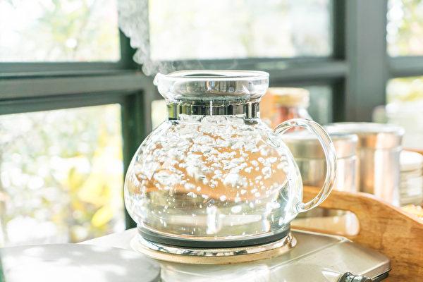 什么时间应该多喝水?早上、下午、晚上如何喝水才养生?(Shutterstock)