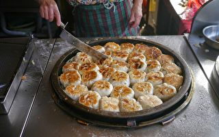 台湾街头传统美食:黄金纸煎包、酥脆大煎包