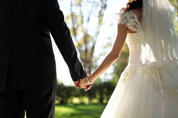 美國情侶同在情人節出生 選在這一天結婚