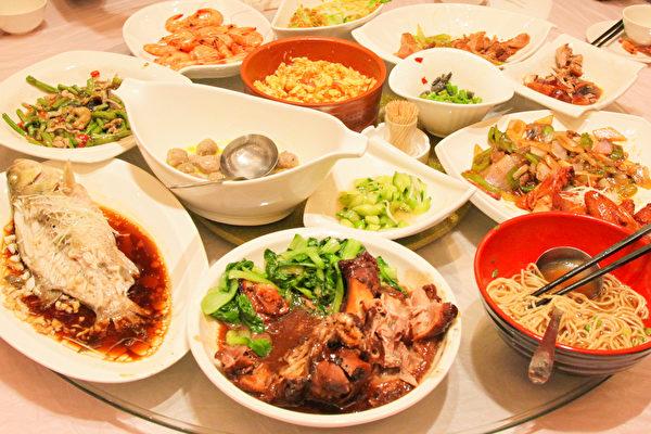 美味、健康兼顧的年菜並不難做,只要選擇合適的食材、烹調方式和飲料。(Shutterstock)