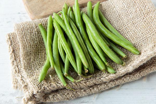 四季豆屬於不能生吃的蔬菜之一,大量食用可能造成溶血性貧血。(Shutterstock)