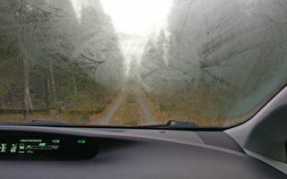如何迅速為汽車擋風玻璃除霧?