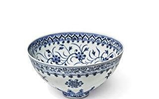 美国男子花35美元买青花瓷碗 2万倍天价售出