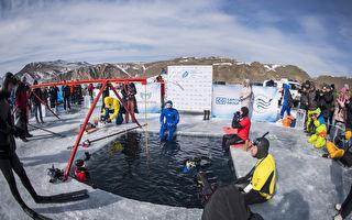创纪录 俄国男子贝加尔湖冰下潜水80米深