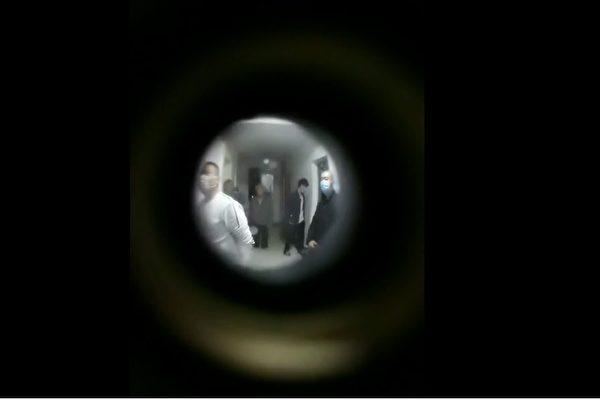 每年两会官派黑保安进驻家中 访民投诉无门