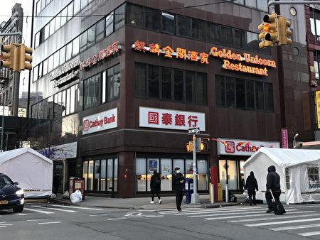 """3月1日起,纽约曼哈顿华埠的""""麒麟金阁酒家""""暂停营业,二至四楼在夜幕降临时没有了往日的灯火辉映。"""