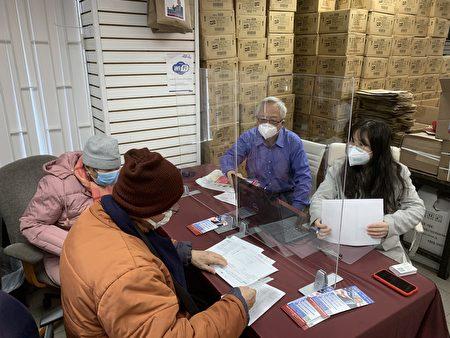 第20选区市议员参选人王能竞选办公室与君恒会计师事务所合作,免费为65岁以上长者提供免费报税。