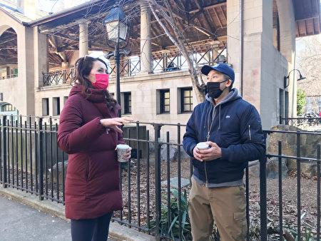 纽约曼哈顿区长候选人、州长库默前助手林赛・博伊兰(Lindsey Boylan)(左)向NUBC共同创办人李卓勋(Jan Lee)(右)了解华埠的情况。