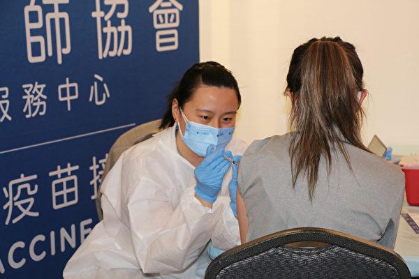 法拉盛文藝中心臨苗點爆滿 兩天接種五百人