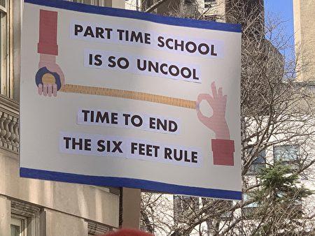 家長呼吁學校容納更多學生。