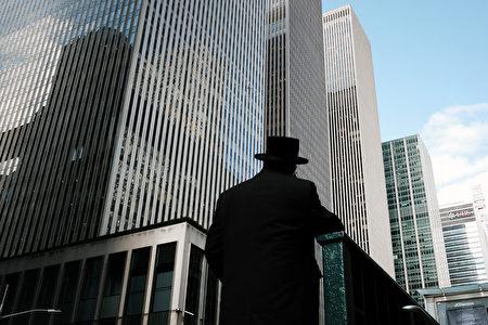 隨著科技巨頭的進駐與擴張,20世代的科技新貴將對紐約市房產有一定的影響力。圖為2021年3月4日,紐約市曼哈頓中城的辦公大樓。