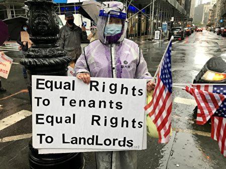 2020年10月16日,華人房東在紐約市政廳附近抗議。