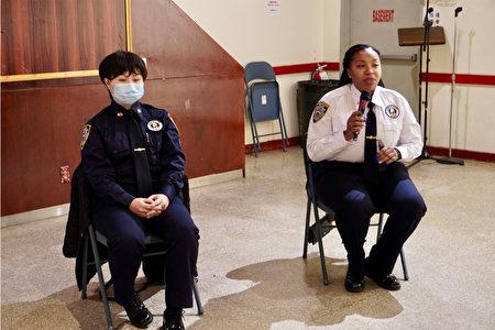 市警局警察通讯员王小雪(左,Cassandra Wang Gambardella)与首席警察通讯员琼斯(右,Shareema Jones)。