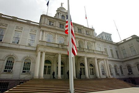 圖為紐約市政廳。