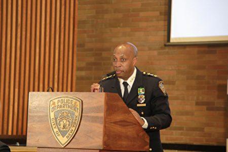 图为纽约市警局总警司哈里森(Chief Rodney Harrison)。