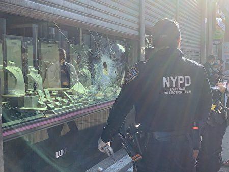 警察在現場調查。