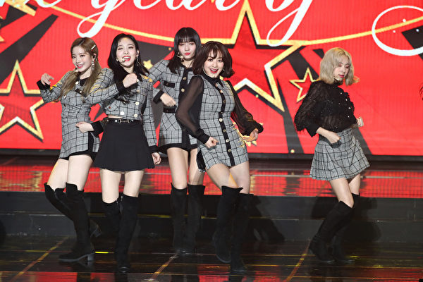 TWICE attends the 8th Gaon Chart K-Pop Awards