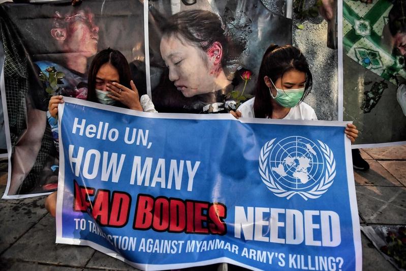 組圖:緬甸民眾燭光哀悼被警方槍殺抗議者