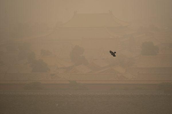 組圖:沙塵暴肆虐多省 京城籠罩在黃色塵土中