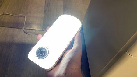 地震感应灯可开启求救讯号灯。