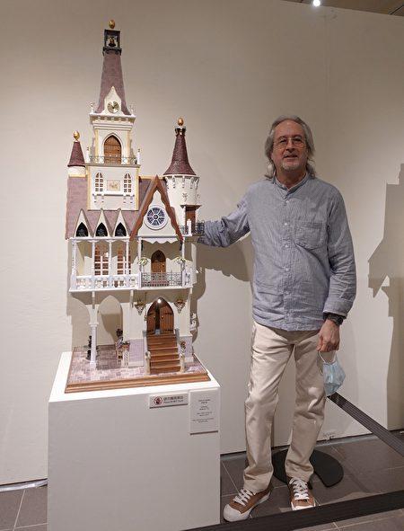"Gerry Welch是英国著名的都铎式(Tudor)袖珍屋艺术家,图为展出中的作品迪士尼""华丽城堡""。"