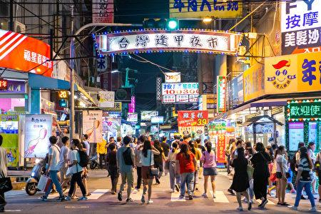 台中市區交通便捷的知名景點──逢甲商圈,今年228連假湧入大批觀光人潮。