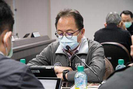 观旅局长杨胜评说明桃园市防疫旅馆入住现况。