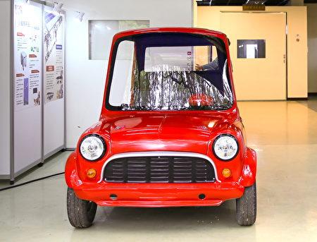 中央大學「能源宅急便」內有富克科技提供的電動車展示,作為推廣及測試,為一大亮點。