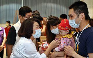 40满周岁小娃参与古礼抓周 完成第一个成年礼