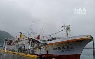 海巡2艦接力航行 戒護失聯漁船返抵蘇澳
