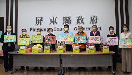 屏东县6大宫庙齐聚响应防疫,捐赠200万片水果造型口罩,分送给县内低收入户、中低收入户、医护人员及关怀据点。