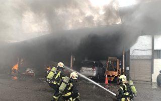 五辆电动巴士陷火海 桃园客运修车厂大火