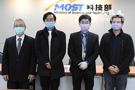 左起為國立臺灣海洋大學光電與材料科技學系助理教授羅家堯、國立東華大學物理學系教授馬遠榮、科技部自然司司長羅夢凡、國立東華大學物理學系副教授賴建智。