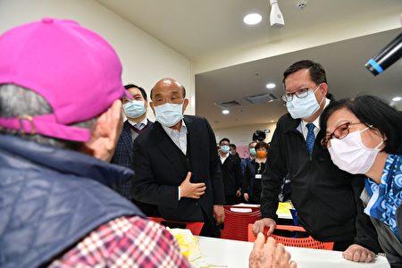 行政院长苏贞昌参访桃园区的长照机构。