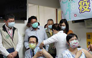屏东AZ疫苗开打 10医护率先接种