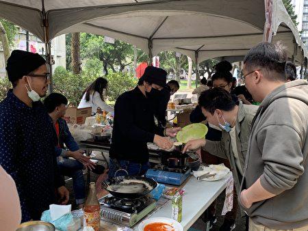 印尼同學自製當地食物。