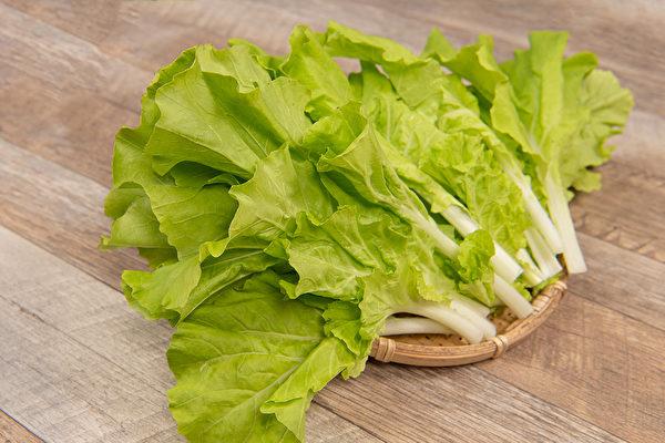 小白菜是台灣的國民蔬菜,不僅是許多街頭美食的配菜,還富含鈣質和解毒的營養素。(Shutterstock)